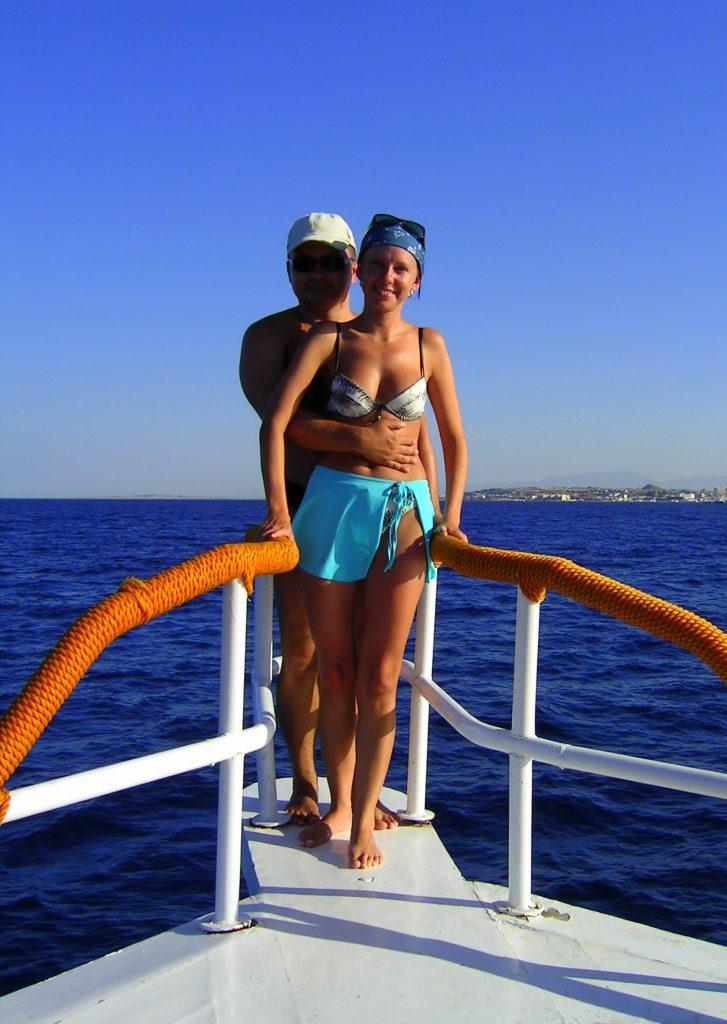 Warto popływać łódką w palącym słońcu.