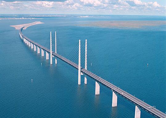 Prawie ośmiokilometrowy most łączący Malmo i Kopenhagę