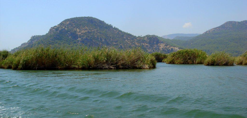 Bliżej plaży Iztuzu rzeka bardzo się rozszerza